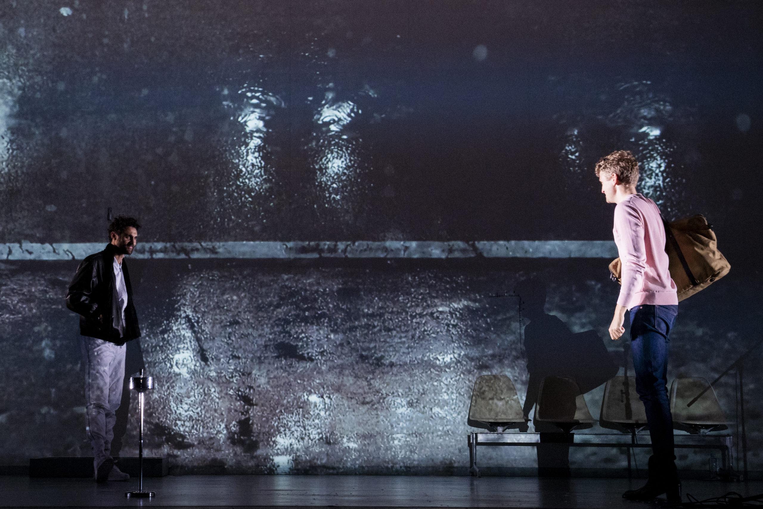 「東京芸術祭2019」ベルリン・シャウビューネ劇場『暴力の歴史』